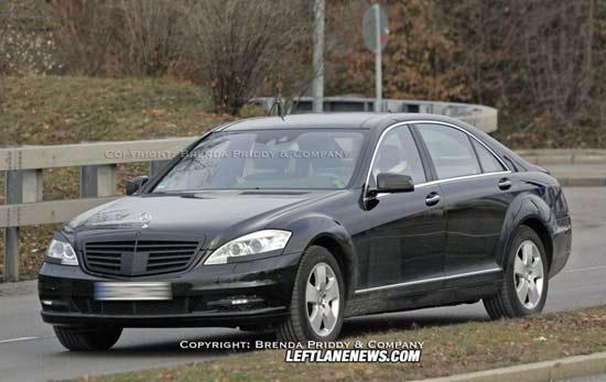 Обновленный Mercedes S-класса под прицелом фотокамер
