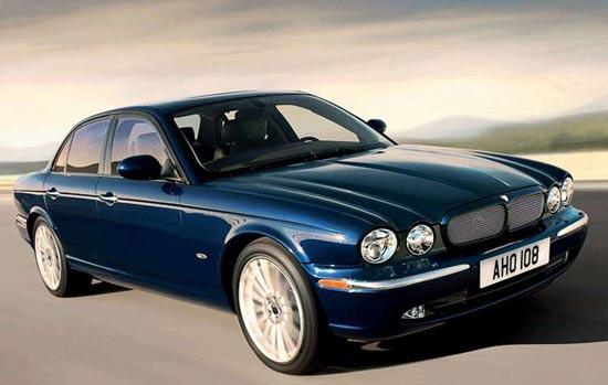 Cедан Jaguar XJ вновь способен на многое