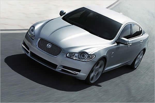 Премьерный Jaguar XE