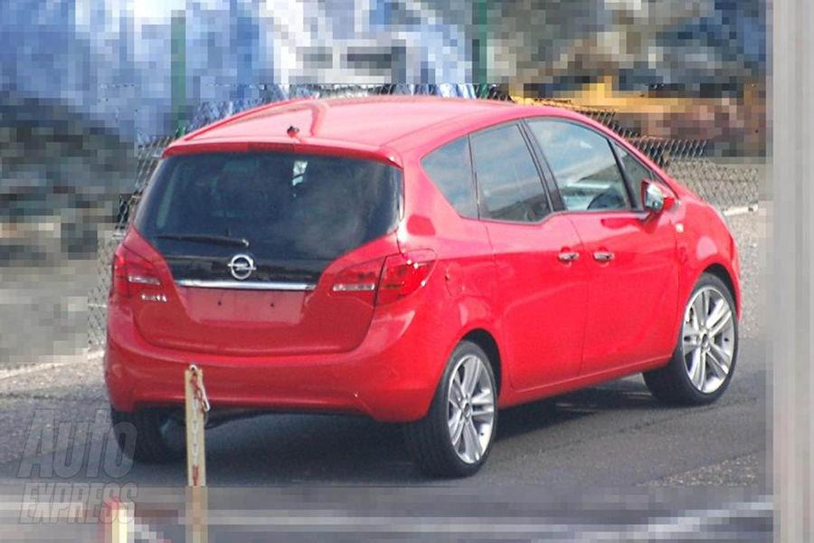 Opel Meriva: Первые фотографии машины