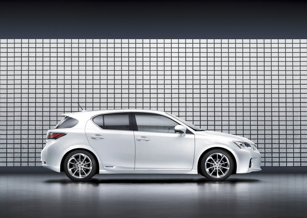 Старт продаж Lexus CT200h