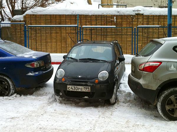Daewoo Matiz между двумя машинами